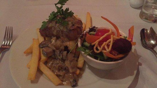 National Park Village, Nuova Zelanda: Steak with mushroom sauce