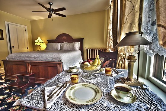 Jim Thorpe, PA: Legacy Grand Suite in-room continental breakfasts make for romantic mornings
