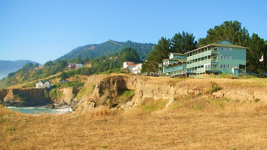 Shelter Cove, Californië: The hotel is on the hill
