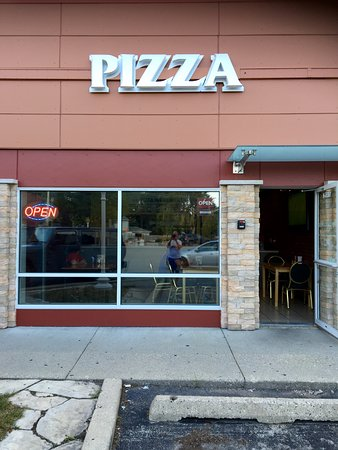 Highland Park, IL: A simple storefront for a solid pizza dinner.  My family of 'foodies' swears by this pizza!