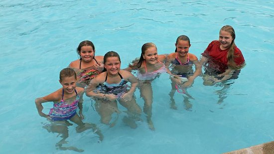 Campbellsville, KY: Girls had a great time in the pool!!