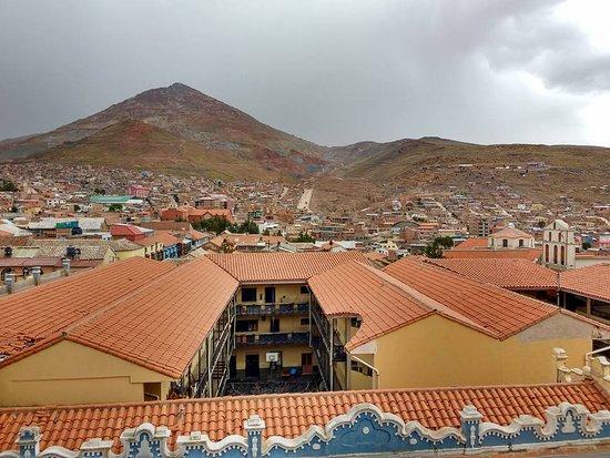 Potosi, Bolivia: Mais cerro rico visto da cidade de Potosí.