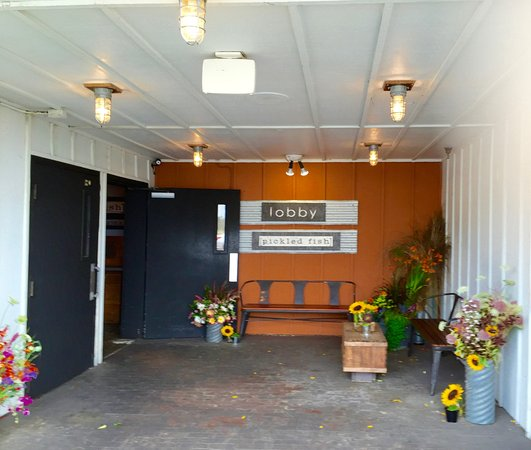 Long Beach, WA: Entrance to the Pickled Fish Restaurant and Adrift Hotel.