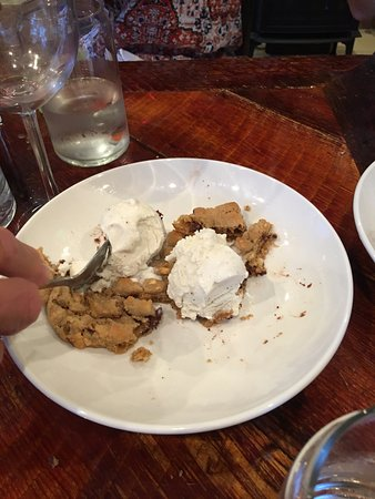 Γένοβα, Νεβάδα: fresh baked chocolate chip cookie with vanilla ice cream