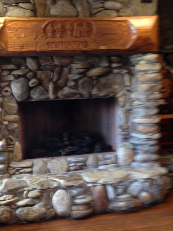Wilkesboro, Северная Каролина: beautiful fire place