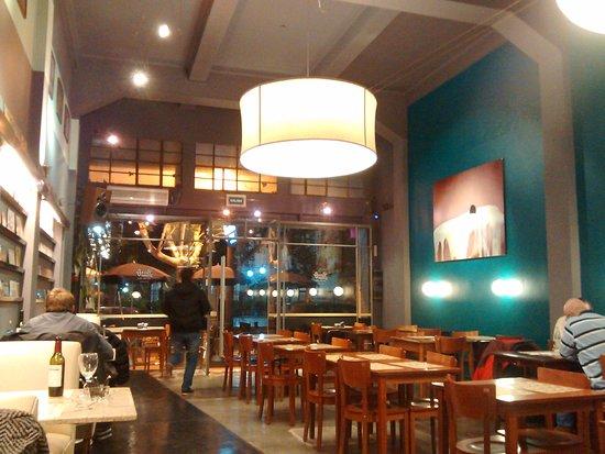 dESANCHEZ : Espacio restaurante, ex De Sanchez, mantiene algo de su decorado