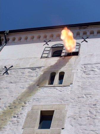 Lotrščak Tower: 正午を告げる大砲