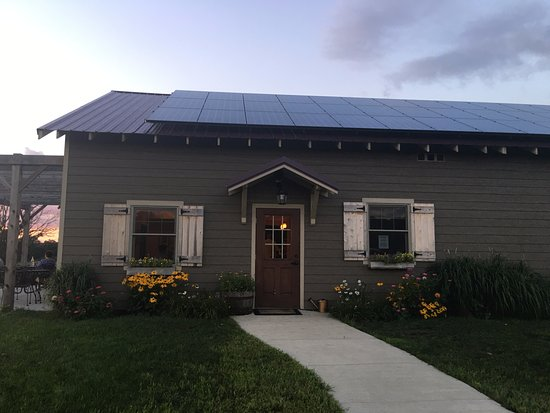Mount Horeb, WI: The lovely restaurant and wine bar
