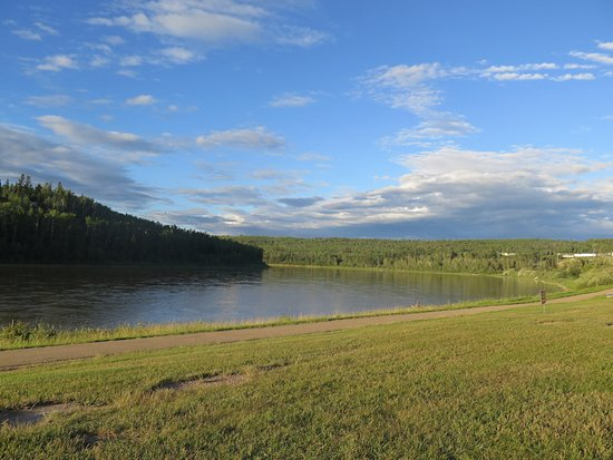 Athabasca, Canada: Part of the walkway at Riverside Park