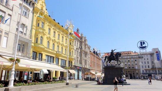 Jelacic Square (Trg Bana Josipa Jelacica)