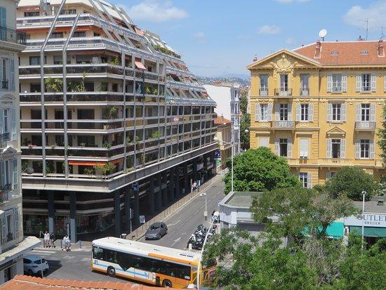 Hotel de Flore by HappyCulture Photo