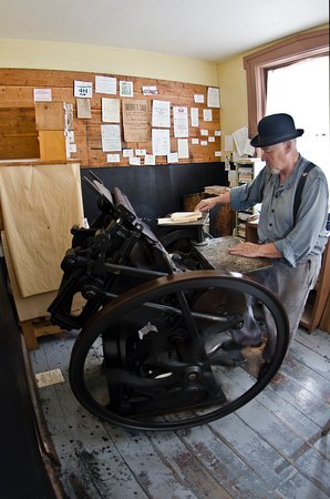 Sherbrooke, Canada: Demonstrating how the hand-printing press works.
