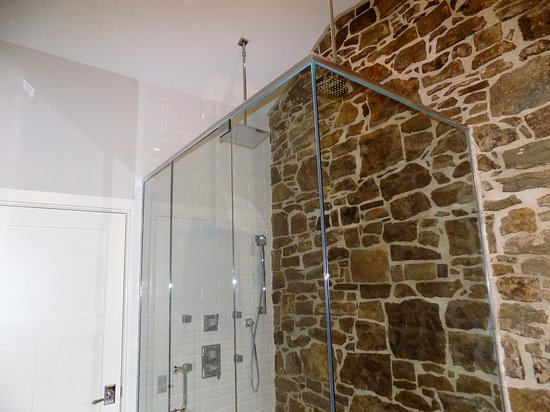 Ancaster, Canada: shower royal suite