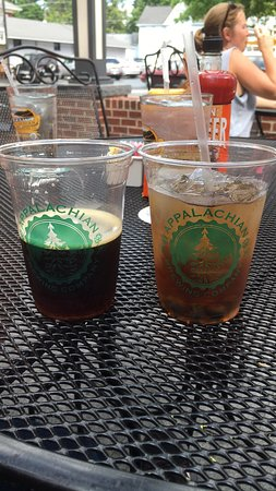 Appalachian Brewing Company - Gettysburg Gateway: Drinks outside.