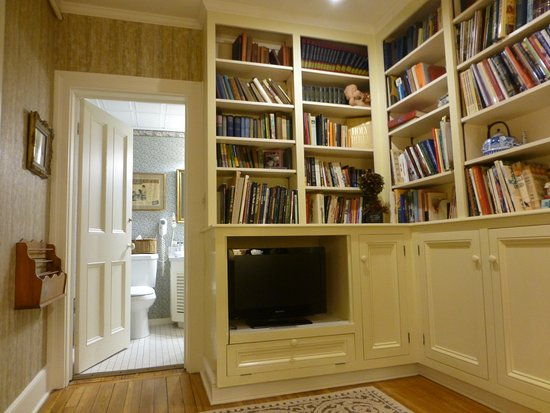 Birch Room's Sitting Room/Library & Bathroom