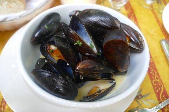 Piermont, NY: Dinner menu, mussels, seared tuna steak
