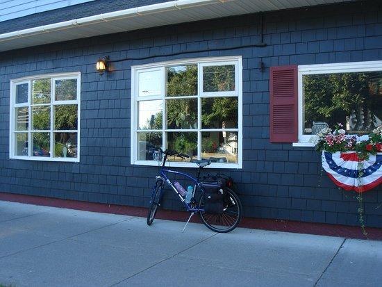 Cape Vincent, نيويورك: Good breakfast on a solo Bicycle Tour
