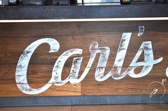 Bateau Bay, Australia: Carl's Jnr Decal signage