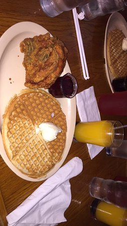 Roscoe's House of Chicken & Waffles: Yum