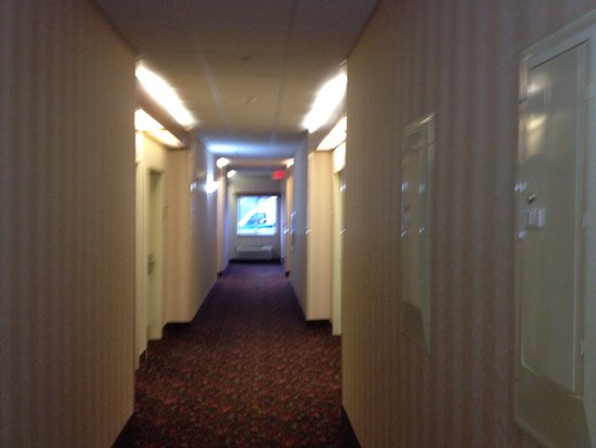 Ramada Limited Bismarck Northeast : Big rooms, lots of green spaces to walk dogs, continental breakfast starts at 6 AM but they will