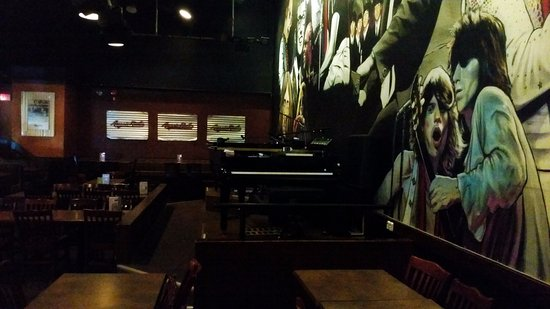 Aussie Rules Foodhouse & Bar : The pianos