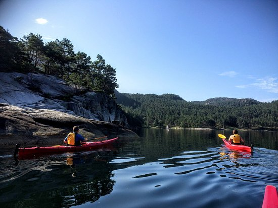 Jorpeland, Norway: It is beautiful to paddle along the shore. Slottsvika at Svines ahead.