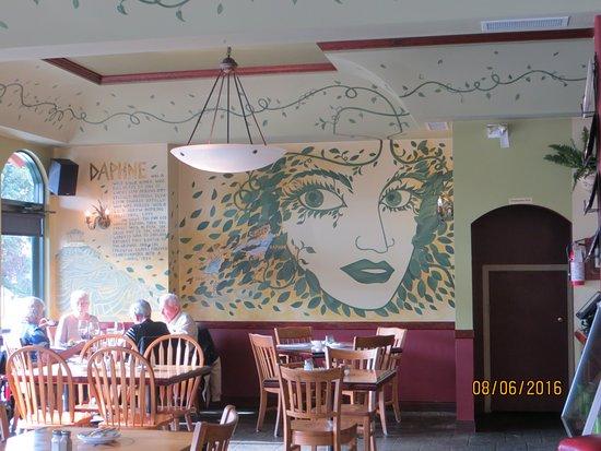 Sechelt, Canadá: Interesting artwork watching you dine!