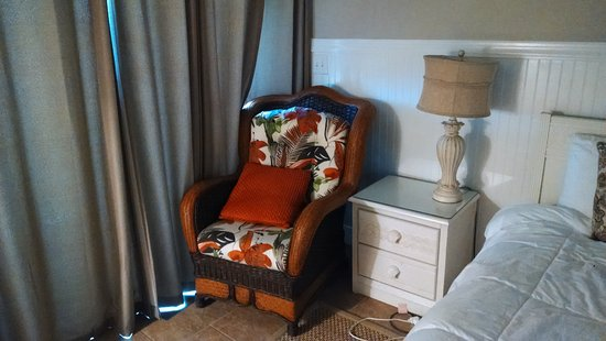 Oceanfront Litchfield Inn: Cool chair by sliding door.