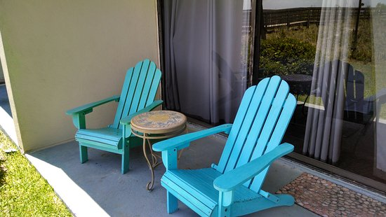 Oceanfront Litchfield Inn: Cute porch area