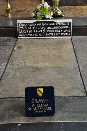Coventry, UK: 教会内陣にあるシェイクスピアの墓
