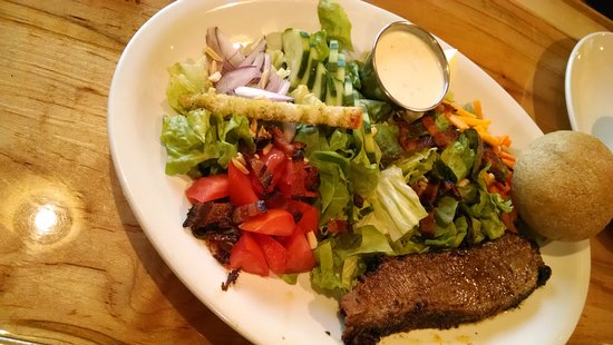 West Jefferson, Carolina del Norte: BIG salad with brisket.