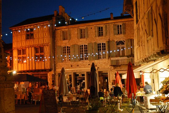 Issigeac, France : Issigieac night market (Thursday evening)