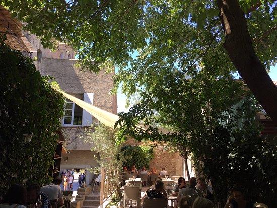 Restaurant le jardin des templiers dans carcassonne avec for Le jardin carcassonne