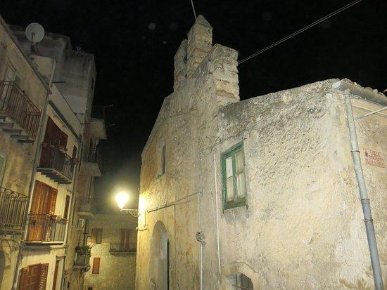 Polizzi Generosa, Italie : La chiesa nel contesto del tessuto urbano
