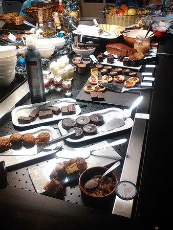 Cran-Gevrier, Francia: colazione e buffet di dolci