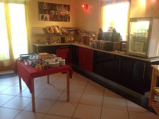 Mercus-Garrabet, Francia: Salle petit déjeuner / Piscine de sel / Maison en bois et en pierre T2 d'environ 40m2