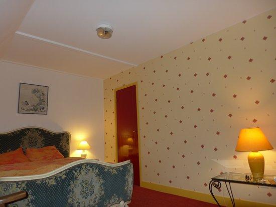 chateau de chazelles lit dinspiration louis xv et hublot au plafond - Lit Plafond