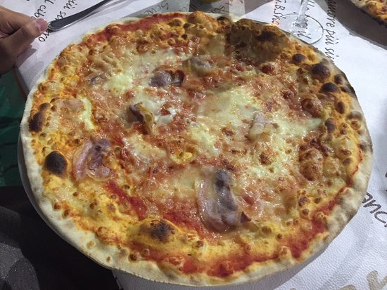 Sant'Agata Fossili, Italia: Pizza fontina