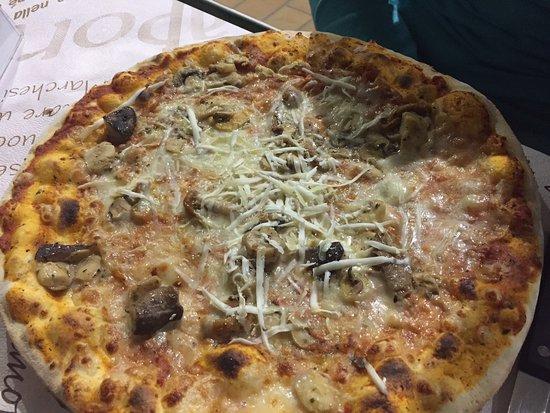 Sant'Agata Fossili, Italia: Pizza champignons, crème de truffe