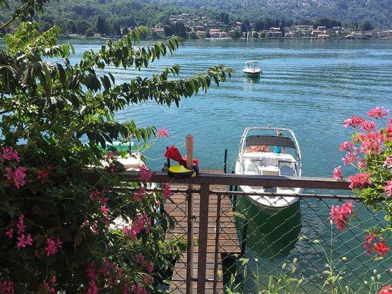 Caslano, Zwitserland: direkt am see gelegen mit bootsanlegeplätzen
