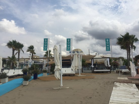 Early morning photo of the Bono Beach club front