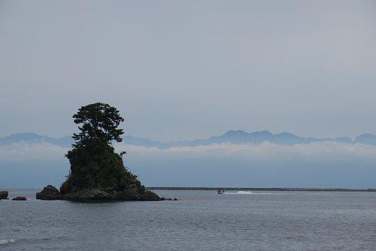 Amaharashi Coast: 立山連峰が・・・・・