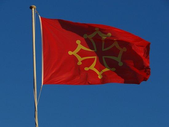 Puisserguier, Frankrijk: Le drapeau du Languedoc - Symbole des comtes de Toulouse au Moyen-Âge