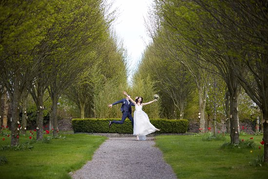 Straffan, Irland: My husband and I on our wedding day at Barberstown Castle