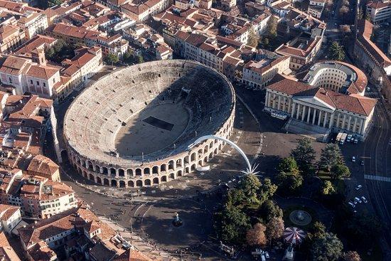 Risultati immagini per Piazza Bra con l'Arena