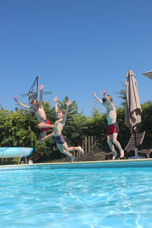 Labretonie, France: Fun in the pool