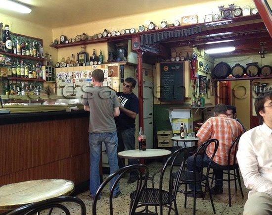 La vermuteria del tano barcellona gr cia ristorante for Case vacanza barceloneta