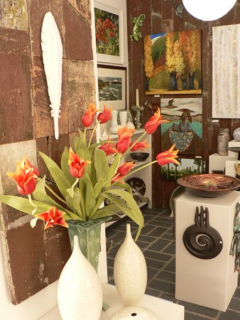 Warkworth, New Zealand: Pottery by New Zealands top potters.