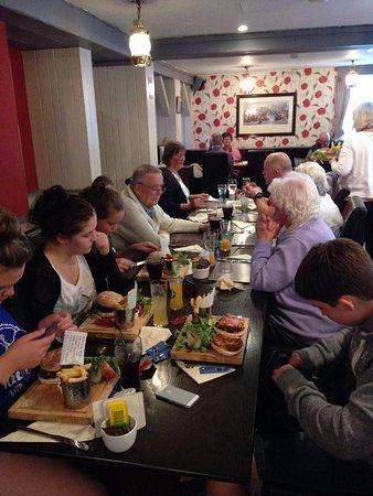 Milnthorpe, UK: Burgers are huge !