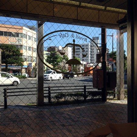 Pankobotenbinza: 店内から眺めた桟橋通り交差点